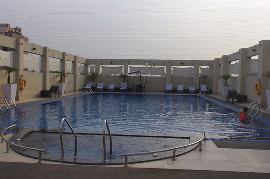 Hilton Garden Inn New Delhi / Saket: Roof top pool