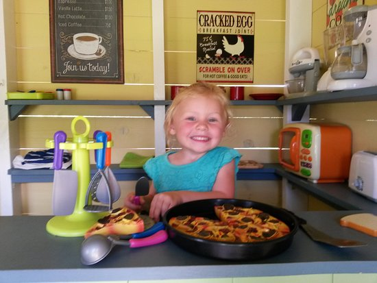 Egg Harbor, WI: New addition to the Play-Farm at Plum Loco is the 1950's style Diner. Service with a Smile!