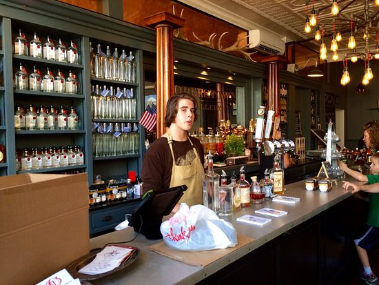 Cooperstown, Νέα Υόρκη: Both the store & distillery were a great stop w/ very friendly & helpful staff. Don't forget to