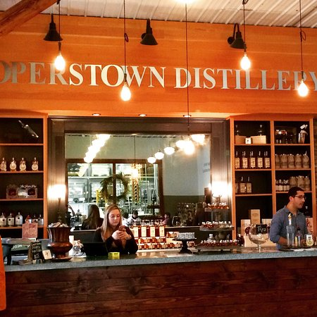 Cooperstown, NY: Both the store & distillery were a great stop w/ very friendly & helpful staff. Don't forget to