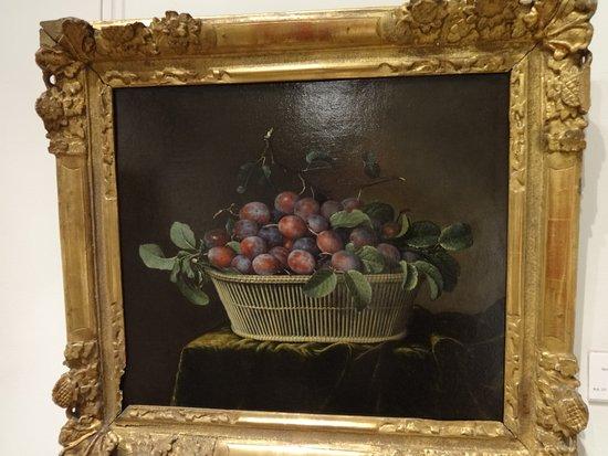 La Fere, France: le panier de prunes... tout en finesse et réalisme