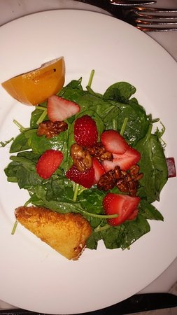 Lake Forest, IL: Spinach Salad