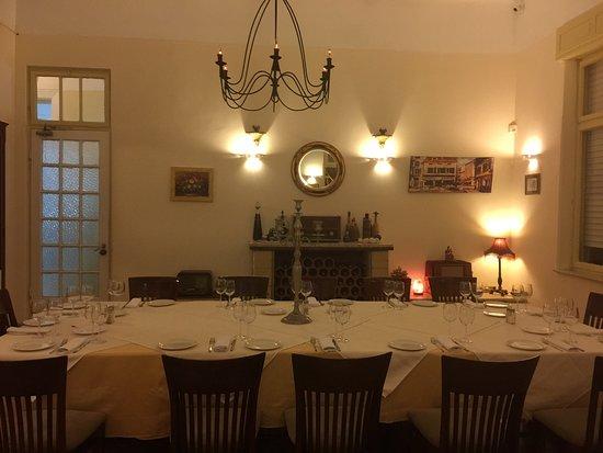 Rehovot, Israel: Маленький дворец , для большой компании . Уютно . Вкусно . Красиво . Стильно .