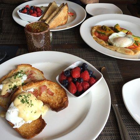 Bistro 19: Eggs Benedict and Avocado flatbread. Yum!