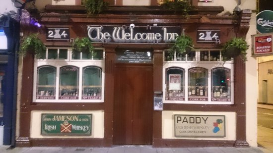 Creedon's Bed & Breakfast: downstairs pub from the outside