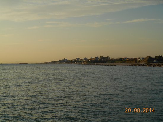 Camping Madonna Ponte: spiagge, viste da scogli inizio(periferia)Fano.....il camping e in fondo