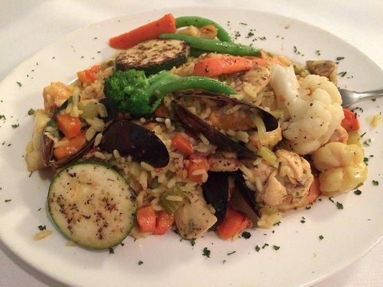 Garner, Carolina del Norte: Paella - plenty of seafood!