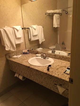 Best Western Plus King George Inn & Suites: clean and a good size