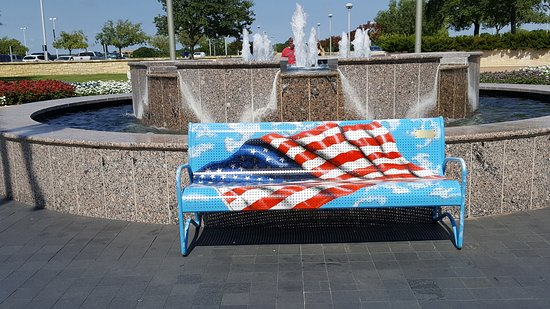 College Station, TX: Flag bench at front of building
