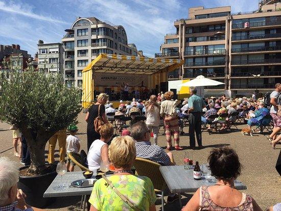 Knokke, Belgium: Chaque dimanche de 11h à 12h, concert d'apéritif gratuit. Sièges gratuit .Mais on peut encore éc
