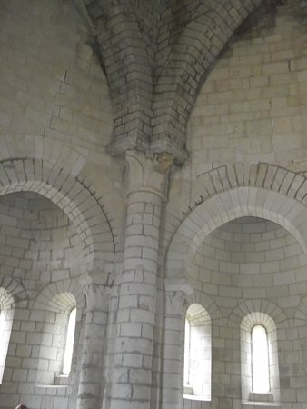 Fontevraud-l'Abbaye ภาพถ่าย