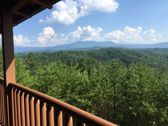Hemlock Hills Resort: View of Mt. LeConte from porch.