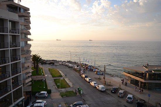 Atton San Martin: Hermosa vista del mar al atardecer