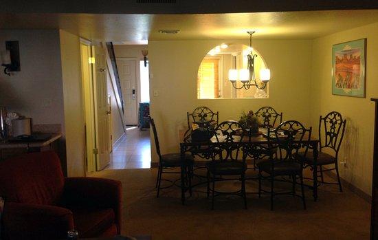 Villas of Sedona : Front room/Dinning area