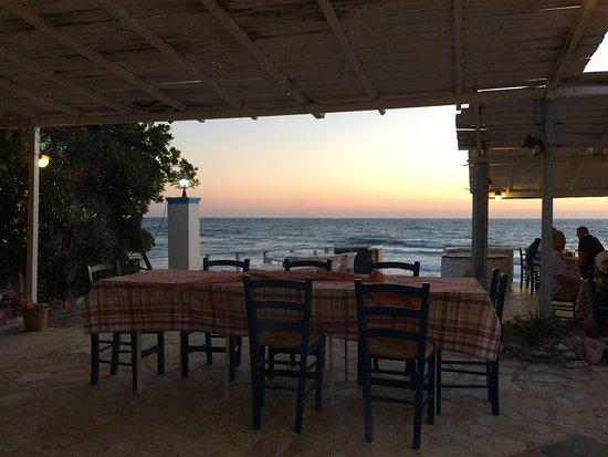 Paramonas, Grécia: Ausblick von einem der hinteren Tische