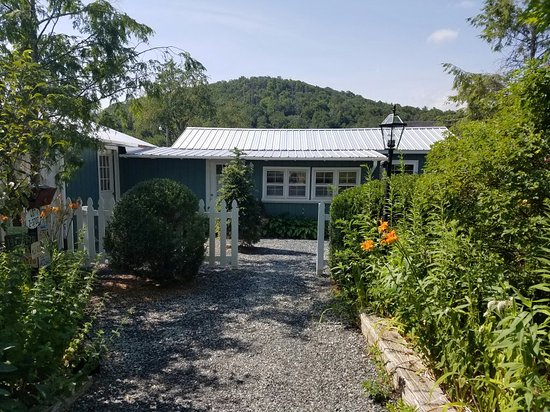 Gable Haus Country Inn & Linville Cottages: 20160724_104814_001_large.jpg