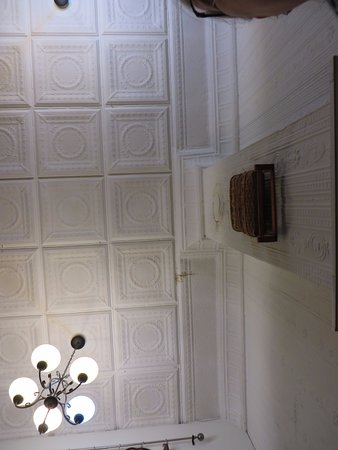 Vittles: Lovely old tin walls and ceilings