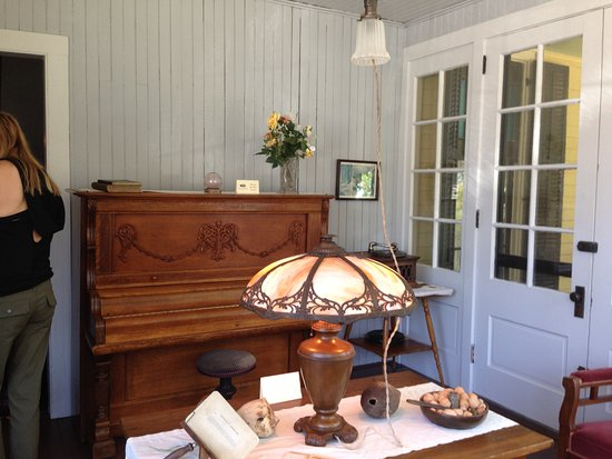 Thomas Wolfe Memorial: One of the summer day rooms for entertainment. It opens to a large porch with rocking chairs.