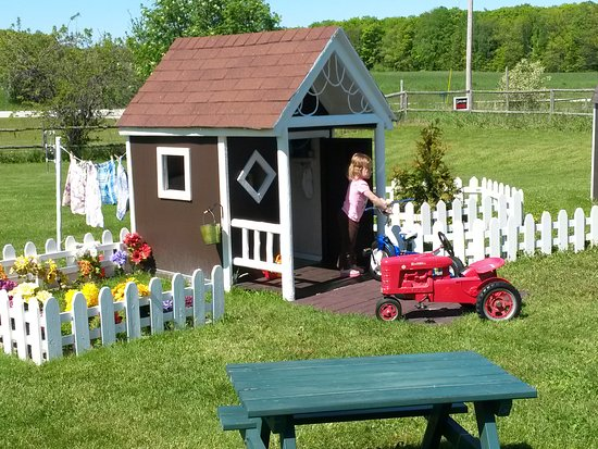 Egg Harbor, WI: Play-Farm Farmhouse