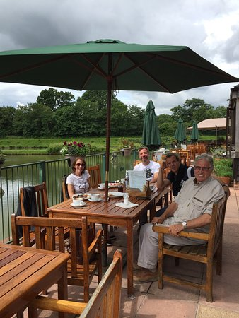Hawkhurst, UK: Amazing day with some friends at Howkhast fish farm Loved it .  Place have a nice view to the la