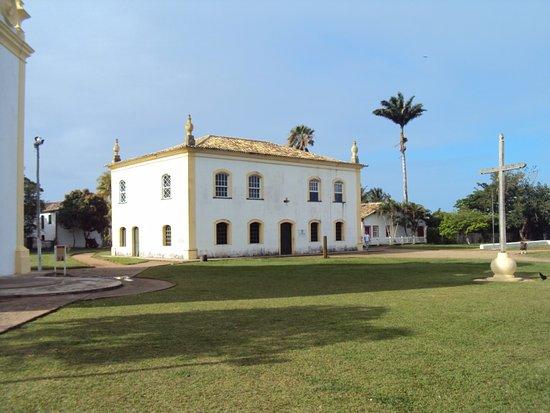Santa Cruz Cabralia: Paço Municipal ou Casa de Câmara e Cadeia, datada do século XVIII. Hoje Museu histórico da Cidad