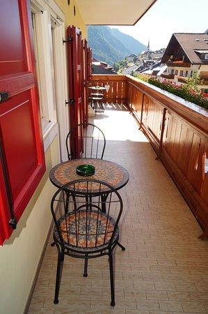 Terrazzo in comune con la stanza accanto. - Picture of Garni Ossi ...