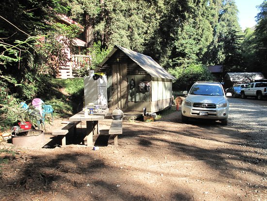 Big Sur Campground & Cabins: Shack across from our campsite where workers live. Pretty messy most of the time.