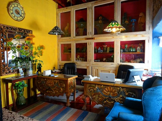 Hacienda de Las Flores: FONT DESK