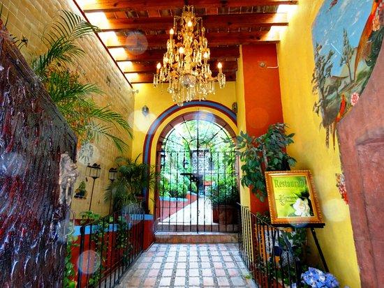 Hacienda de Las Flores: HOTEL ENTRANCE