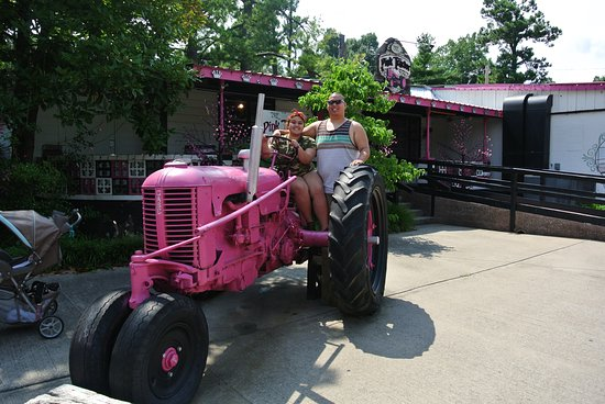Grand Rivers, KY: pink tractor