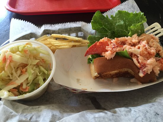 Ludlow, VT: Great lobstah roll and very cute curbside appeal.