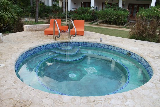 Couples Swept Away: hot tub