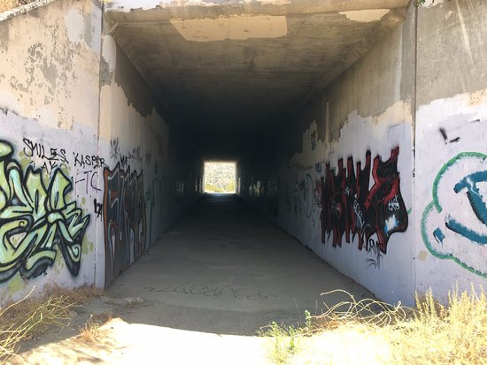 Simi Valley, CA: Tunnel under Hwy 118