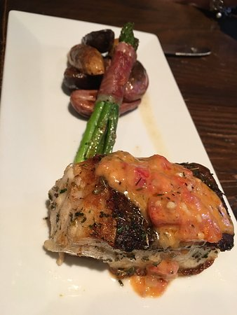 Jefferson, تكساس: Brunch was awesome and my favorite dish so far was the Seabass special.  Husband had the tuna sp