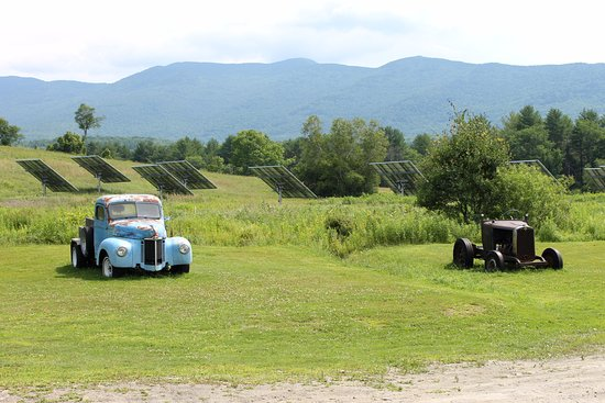 Waterbury Center, VT : Right behind the cider mill