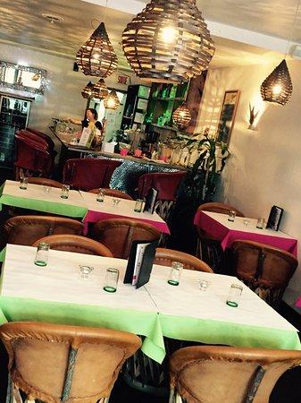 Guacamole y tequila : Wow super restaurant! Comme si nous étions au mexique! Ambience au rendez-vous! Demandez un marg