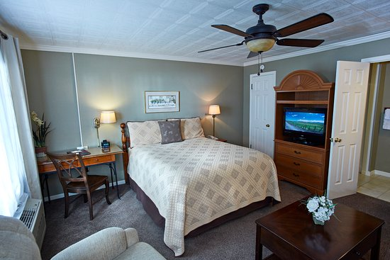 The Mount Vernon Inn: The Flowering Dogwood Room