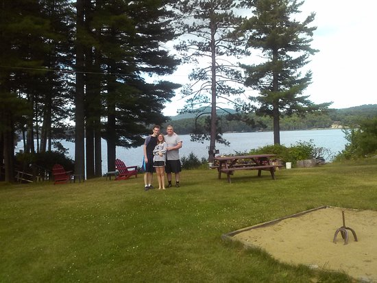 Shamrock Motel & Cottages: The view overlooking Long Lake, beautiful and relaxing!