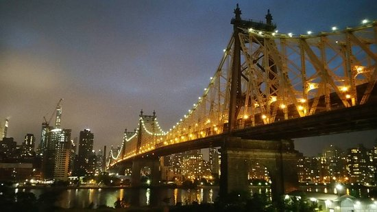 Ravel Hotel: The view of the queensboro bridge from our balcony. Best hotel room we have had in a while.