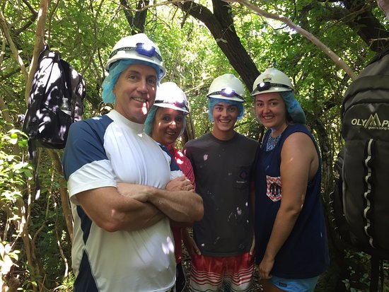 Sandys Parish, Bermuda: Going into the cave. They supply all the necessary gear.