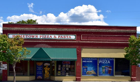 Oroville, Ουάσιγκτον: Hometown Pizza & Pasta ... Great place to dine near the border