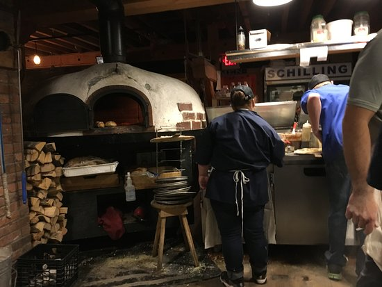 Littleton, Нью-Гэмпшир: wood fired pizza