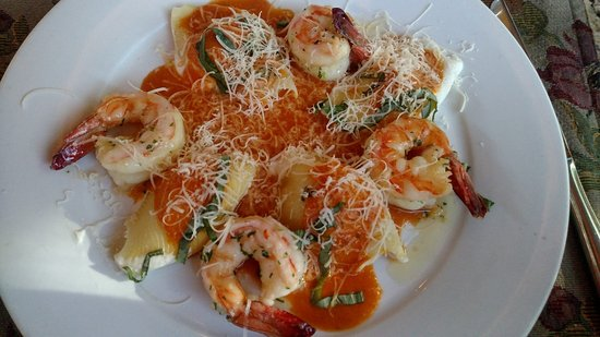 Suzanne's Cuisine: Shrimp and stuffed shells pasta