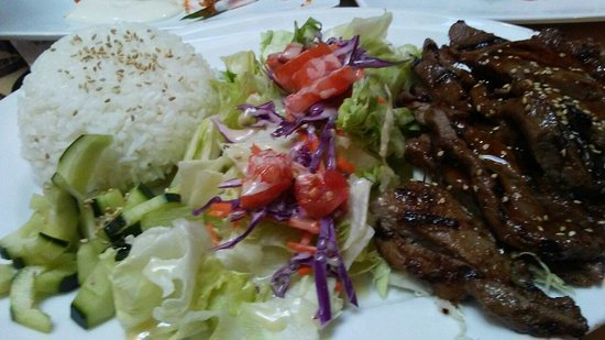 Roseville, Kalifornia: Large rolls, delicious teriyaki, excellent service!