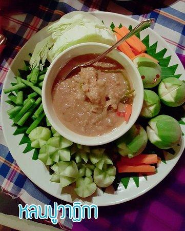 "Kui Buri, Thailand: บรรยากาศดีริมทะเล อาหารทะเลสดและอร่อยมาก ขอบคุณพนักงาน ""น้องอ๋อย""บริการดีน่ารักมากๆคะ^-^"