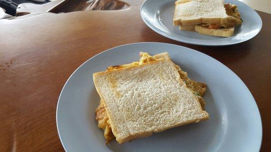 Portside Hotel: Breakfast At Portside..one egg sandwich