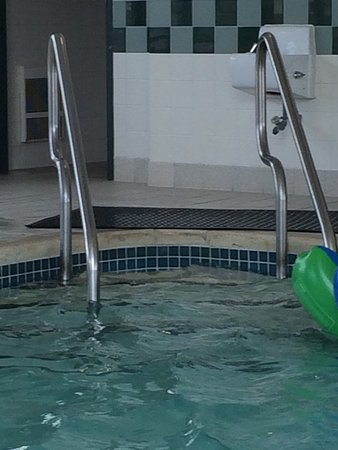 York, بنسيلفانيا: The pool area lacked maintenance!!