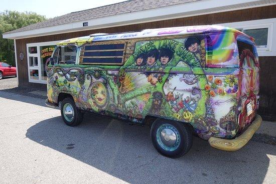 Fremont, IN: Dave's Lake Shack Hippie Van
