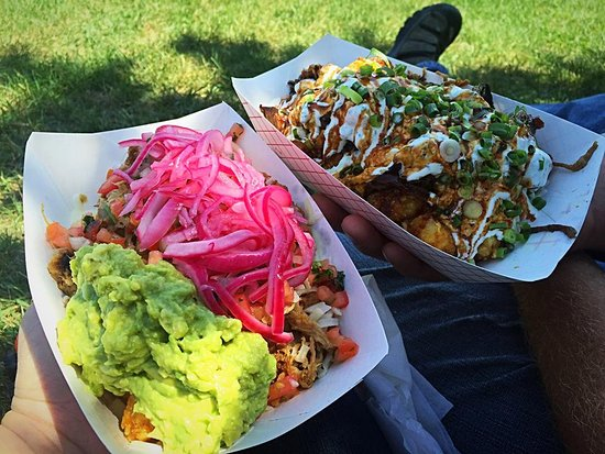 NOSH Mobile Eatery : Carnitas tots and the Kalbi tots
