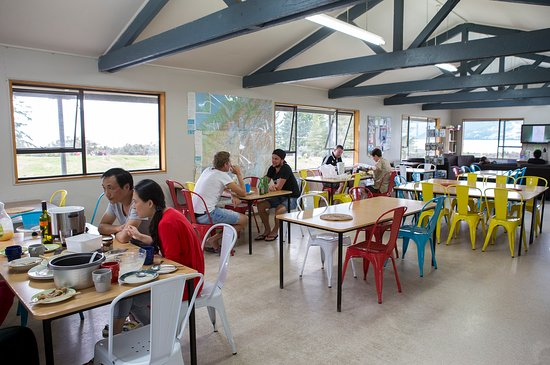 Mount Cook Glentanner Park Centre: Large kitchen and dining area
